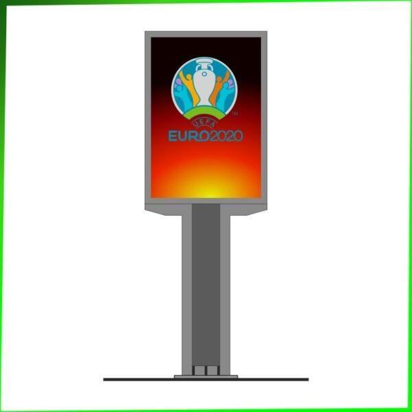 Zdjęcie przedstawia citylight model Ural z plakatem Euro2020. Citylight na wysokiej podstawie/nodze.